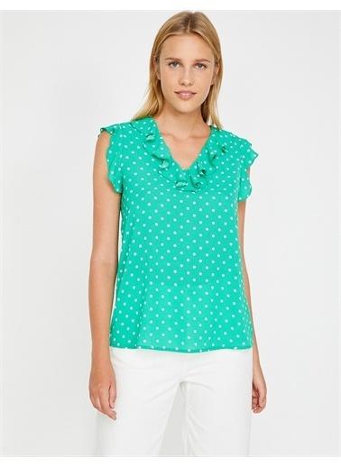 Koton Koton 8YAK68611PW V Yaka Sıfır Kol Fırfır Detaylı Puantiye Desenli Kadın Bluz Yeşil